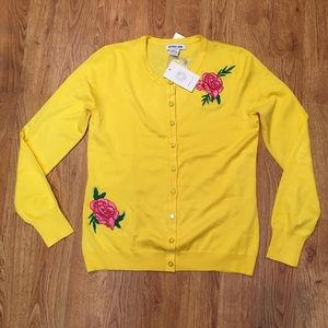 Yellow sweater w/embroidered pink red green roses
